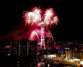 1277px-Seattle_New_Years_Eve_Fireworks_2011